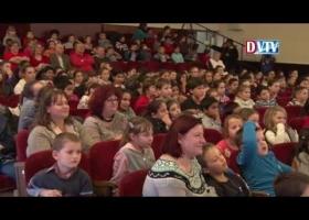 Devecserbe látogatott a Magyar Vöröskereszt Mikulása